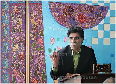 AD/HC - Schrijver Kader Abolah  - ZOETERMEER 5 APRIL 2008 - FOTO NICO SCHOUTEN