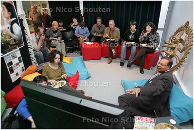 """AD/HC - DE INDISCHE SCHOTEL, FILMHUIS - de """"huiskamer"""" van wethouder Baldewsingh - DEN HAAG 15 APRIL 2008 - FOTO NICO SCHOUTEN"""