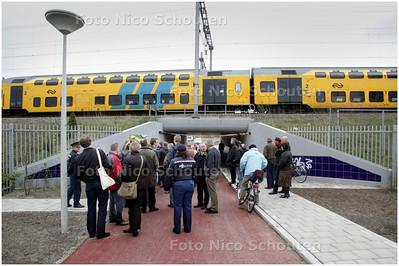 AD/HC - Opening fietstunneltje tussen IJsclubweg in Den Haag en de Spinozalaan in Voorburg - DEN HAAG 2  APRIL 2008 - FOTO NICO SCHOUTEN