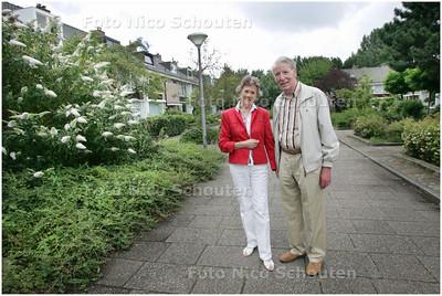 AD/HC - Meneer en mevrouw Elsland in de wijk Driemanspolder voor de wijkenserie - ZOETERMEER 8 AUGUSTUS 2008 - FOTO NICO SCHOUTEN