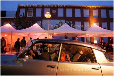 AD/HC - project Autohotel Transvaal (mensen gaan in hun auto slapen)  ook is er een lounge/receptie met eten en muziek - DEN HAAG 22 AUGUSTUS 2008 - FOTO NICO SCHOUTEN