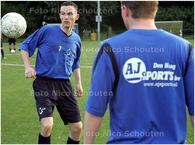 AD/HC - DWO-voetballer Thomas Schlaman (L) tijdens de training - ZOETERMEER 14 AUGUSTUS 2008 - FOTO NICO SCHOUTEN