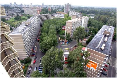 AD/HC - de Willem van Cleef, de Johan van Bourgondie en Cornelis Bos. Dat zijn drie flats van Vestia in de wijk Palenstein die op dit moment worden gerenoveerd - ZOETERMEER 18 AUGUSTUS 2008 - FOTO NICO SCHOUTEN