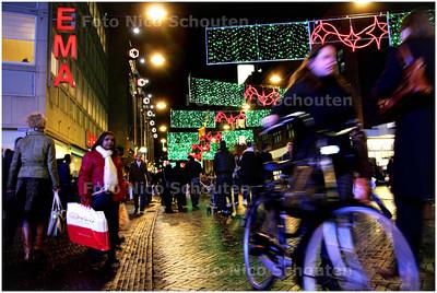 AD/HC - sinterklaasdrukte in grote markstraat - DEN HAAG 4 DECEMBER 2008 - FOTO NICO SCHOUTEN