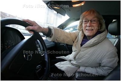 AD/HC - Vrouw (80) redt zichzelf en vriend (87) die onwel werd in de auto - DEN HAAG 3 DECEMBER 2008 - FOTO NICO SCHOUTEN