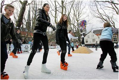 AD/HC - Delftse schaatsbaan op de Beestenmarkt - DELFT 6 DECEMBER 2008 - FOTO NICO SCHOUTEN