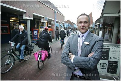 AD/HC - Johan Zegwaart, manager bij het Albert Heijn-filiaal, midden in het winkelcentrum De Leyens - ZOETERMEER 9 DECEMBER 2008 - FOTO NICO SCHOUTEN