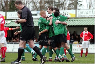 AD/HC - SCHEVENINGEN tegen LIRA - Scheveningen is blij na 4 - 0  - DEN HAAG 23 FEBRUARI 2008 - FOTO NICO SCHOUTEN