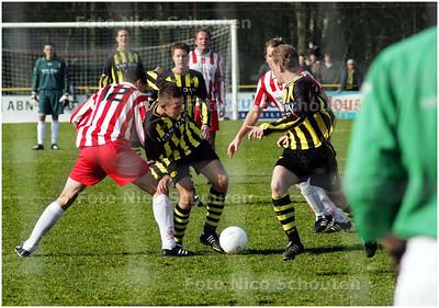 AD/HC - Voetbalwedstrijd Wilhelmus - HVV  - VOORBURG 24 FEBRUARI 2008 - FOTO NICO SCHOUTEN