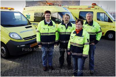 AD/HC - Gerard en Iet de Vries met vrijwilligers van de Dierenambulance - ZOETERMEER 27 FEBRUARI 2008 - FOTO NICO SCHOUTEN