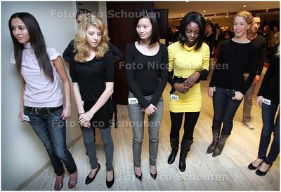 AD/HC - MODELLEN IN HET CONGRESGEBOUW - Models in spe op weg naar de Catwalk - DEN HAAG 23 FEBRUARI 2008 - FOTO NICO SCHOUTEN