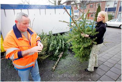 AD/HC - Inzameling kerstbomen Piet Heinplein - ZOETERMEER 5 JANUARI 2008 - FOTO NICO SCHOUTEN