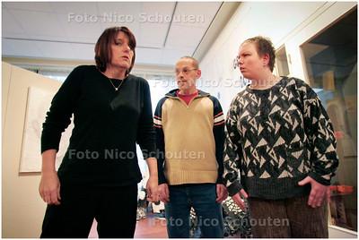 AD/HC - toneelgroep Cieretheater treedt op in Stadsmuseum. Het stuk, gespeeld door mensen met psychische problemen, gaat over eten - ZOETERMEER 16 JANUARI 2008 - FOTO NICO SCHOUTEN