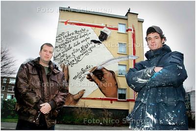 AD/HC - grafitti-crew The Splitforce - bij één van hun werken (op de Melisstokelaan/Beresteinlaan)  - DEN HAAG 8 JANUARI 2008 - FOTO NICO SCHOUTEN