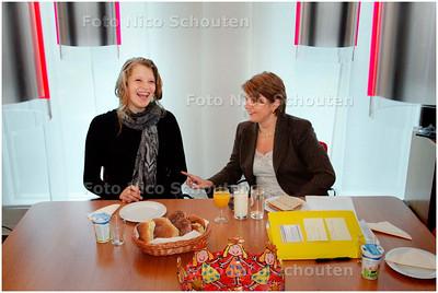 AD/HC - de delftse Lea Noordhoek loopt een middag stage bij staatssecretaris (van onderwijs) van Bijsterveldt - om te beginnen met de lunch - DEN HAAG 9 JANUARI 2008 - FOTO NICO SCHOUTEN