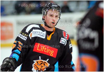 AD/HC - Amsterdam-speler Dave Deeves, ijshockey - DEN HAAG 11 JANUARI 2008 - FOTO NICO SCHOUTEN