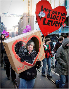AD/HC - DEMONSTRATIE TEGEN ONTRUIMING KRAKERSBOLWERK DE VLOEK - DEN HAAG 12 JANUARI 2008 - FOTO NICO SCHOUTEN