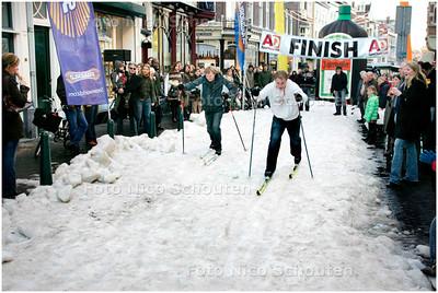 AD/HC - LANGLAUFEN IN DE PRINSENSTRAAT - DEN HAAG 12 JANUARI 2008 - FOTO NICO SCHOUTEN