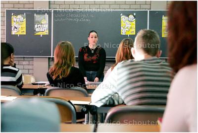 AD/HC - Ex-cocaineverslaafde Kelly (18) gaat terug naar haar oude school (Stedelijk College) om een gastles te geven tegen drugs - ZOETERMEER 22 JANUARI 2008 - FOTO NICO SCHOUTEN