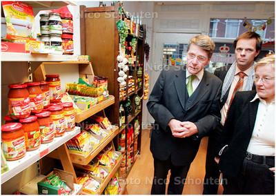 AD/HC - Minister Donner en Marnix Norder op bezoek in de Polenwinkel in Weimarstraat - DEN HAAG 21 JANUARI 2008 - FOTO NICO SCHOUTEN