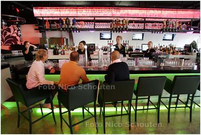 AD/HC - Club Hipp is nieuw cafe/lunchroom op centrale Stadhuisplein - ZOETERMEER 9 JULI 2008 - FOTO NICO SCHOUTEN