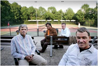 AD/HC - vlnr Voorzitter Rob de Groot, Walter Schween, René Geffen en Rob Vos van tennisvereniging Buytenwegh - ZOETERMEER 17 JUNI 2008 - FOTO NICO SCHOUTEN