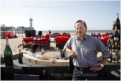 AD/HC - Strandtenthouder Peter van Asem bij zijn paviljoen 'Miljonairs' - DEN HAAG 10 JUNI 2008 - FOTO NICO SCHOUTEN