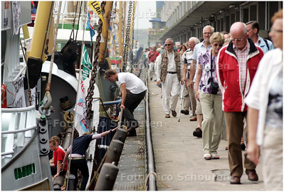 AD/HC - VLAGGETJESDAG - de visafslag - DEN HAAG 7 JUNI 2008 - FOTO NICO SCHOUTEN