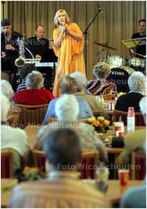 AD/HC - Willeke Alberti zingt voor ouderen in Woonzorgcentrum Het Uiterjoon - DEN HAAG 1 MAART 2008 - FOTO NICO SCHOUTEN
