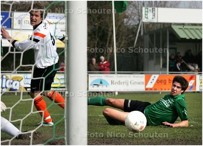 AD/HC - Voetbalwedstrijd Scheveningen - Jodan Boys - speler van Scheveningen ziet zijn inzet naast het doel rollen - DEN HAAG 1 MAART 2008 - FOTO NICO SCHOUTEN