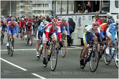 AD/HC - wielrennen, finish Ronde van Zuid-Holland, Het Peleton - DEN HAAG 9 MAART 2008 - FOTO NICO SCHOUTEN