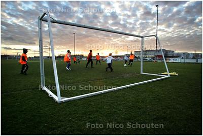 AD/HC - training jeugdvoetbal SVLY, LEIDSCHENVEEN - DEN HAAG 5 MAART 2008 - FOTO NICO SCHOUTEN