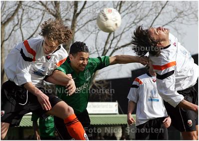 AD/HC - Voetbalwedstrijd Scheveningen - Jodan Boys - kopduel - DEN HAAG 1 MAART 2008 - FOTO NICO SCHOUTEN
