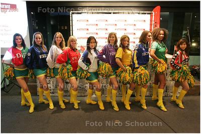 AD/HC - HC CUP LOTING, CHEERLEADERS IN VOETBALSHIRTS - RIJSWIJK 4 MAART 2008 - FOTO NICO SCHOUTEN