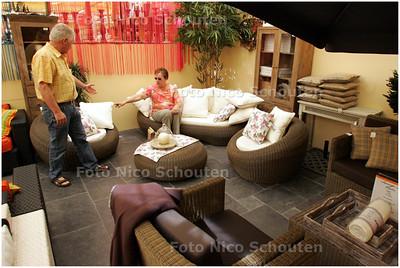 AD/HC - Opkomst loungesets, Tuincentrum De Driesprong - ZOETERMEER 6 MEI 2008 - FOTO NICO SCHOUTEN