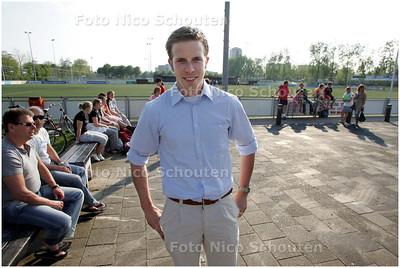 AD/HC - Robbert Geerlings, penningmeester Forum Sport, ZONDER ouderen op het voetbalveld. - VOORBURG 7 MEI 2008 - FOTO NICO SCHOUTEN