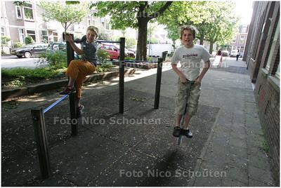 AD/HC - speelterreintje aan de Esdoornstraat - bij verhaal HELP! IK WIL OOK BUITEN SPELEN. Erwin Wupkes - RIJSWIJK 7 MEI 2008 - FOTO NICO SCHOUTEN