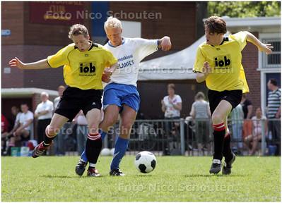 AD/HC - voetbalwedstrijd GONA-WRW - Ook deze aanval wordt vroegtijdig gesmoord - DEN HAAG 4 MEI 2008 - FOTO NICO SCHOUTEN