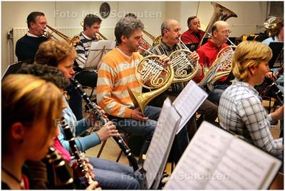 AD/HC - repetitie van muziekvereniging Cecilia in, die 100 jaar bestaat - VOORBURG 4 NOVEMBER 2008 - FOTO NICO SCHOUTEN
