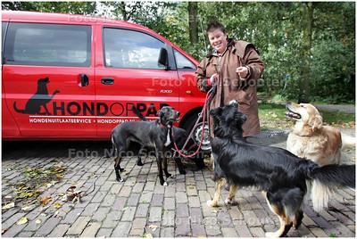 AD/HC - Roselinde Oosterhoff heeft sinds kort een uitlaatservice - RIJSWIJK 1 OKTOBER 2008 - FOTO NICO SCHOUTEN