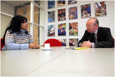 AD/HC - Henk Kool die sollicitatiegesprekken voert bij de Haeghe Groep 'werkvoorziening voor de kaartenbak van het CWI' - DEN HAAG 1 OKTOBER 2008 - FOTO NICO SCHOUTEN