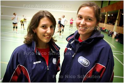 AD/HC - Zovoc-Volleybalsters Florence de Groen (l) en Marlous Ziggers - ZOETERMEER 8 OKTOBER 2008 - FOTO NICO SCHOUTEN