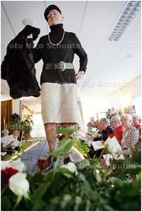 AD/HC - Modeshow door leger des heils - ZOETERMEER 17 SEPTEMBER 2008 - FOTO NICO SCHOUTEN