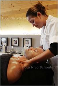 AD/HC - schoonheidsbehandeling @ Hij & Zij Zoetermeer, Snowworld - ZOETERMEER 9 SEPTEMBER 2008 - FOTO NICO SCHOUTEN