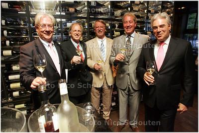 AD/HC - Haegsche Ambassadeurs van Goede Smaeck - vlnr Mr Paul Scholten, Rijk van Marion R.A., Mr H.P.G. AM de Rooij (voorzitter), R.J. Brugman en R. Wijnstekers R.A. - DEN HAAG 15 SEPTEMBER 2008 - FOTO NICO SCHOUTEN