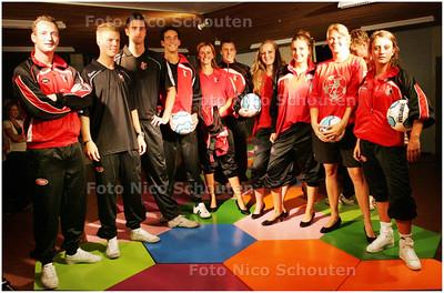 AD/HC - feest van voetbalclub Vitesse Delft (bestaat 75 jaar) - vlnr Arnout Verhoeks, Maarten Boek , Radbout Menger, Rudi Smit, Inge de Bruin, Robin de Boer, Sandra Vermeulen, Wendy de Bruyn,Roxane de Bruin en Mariska de Vroed - DELFT 13 SEPTEMBER 2008 - FOTO NICO SCHOUTEN -