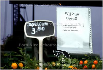 AD/HC - geluidsoverlast aan de Turfmarkt. Bij de bloemist hangt een briefje aan het raam - DEN HAAG 5 SEPTEMBER 2008 - FOTO NICO SCHOUTEN