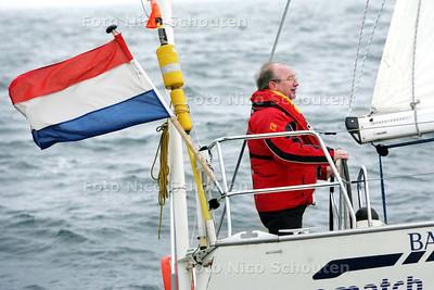 opening van de Watersport Open Dagen in Scheveningen - Zes boten met allerlei bekenden uit de Haagse politiek (oa wethouder Henk Kool) varen uit voor een wedstrijd - DEN HAAG 4 APRIL 2009 - FOTO NICO SCHOUTEN