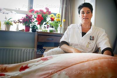 HDT  voor zorgbijlage:Sonja van Dockum werkt als verpleegkundige in Verpleeghuis  Leythenrode - LEIDERDORP 9 APRIL 2009 - FOTO NICO SCHOUTEN