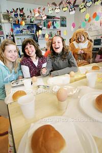 HDT  Paaslunch op de basisschool De Buut, inclusief eieren!!!! - ZOETERMEER 9 APRIL 2009 - FOTO NICO SCHOUTEN